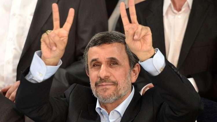 محامي أحمدي نجاد ينفي نبأ اعتقاله