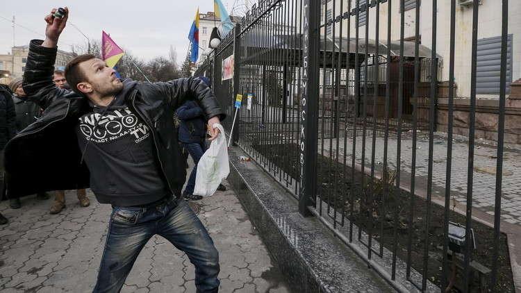 متطرفون أوكرانيون يهاجمون المركز الروسي للعلوم والثقافة في كييف