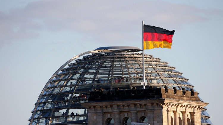 مطالبات بتحديد فترة المستشار الألماني بولايتين فقط