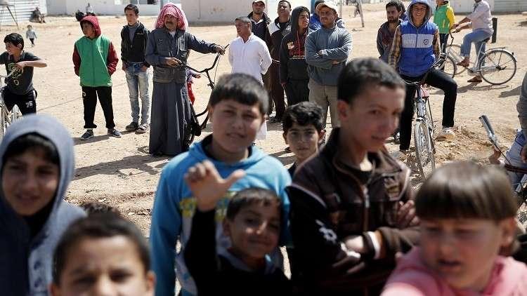 الأردن ينقل مساعدات لآلاف السوريين على الحدود