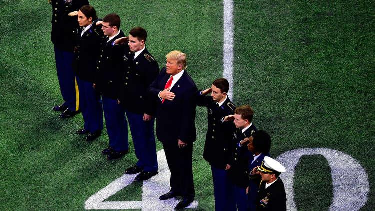 ترامب يخذل نشيد بلاده الوطني!