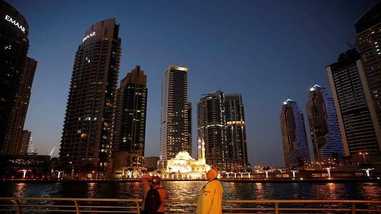 الإمارات تضع شرطا جديدا للحصول على عمل
