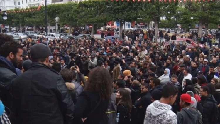 المعارضة التونسية تهدد بتوسيع الاحتجاجات