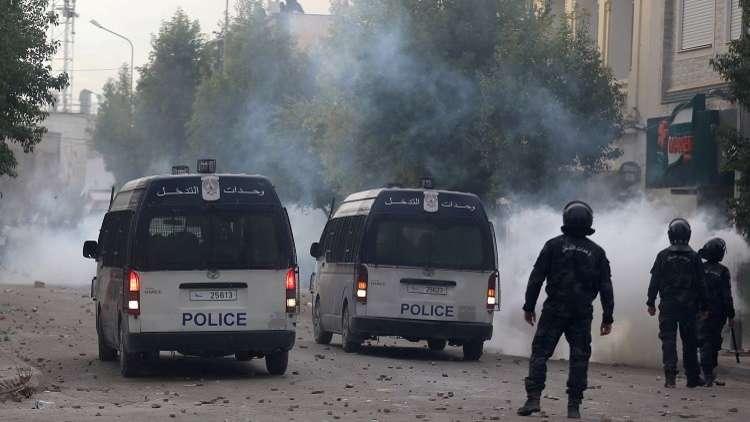 تجدد الاحتجاجات في العاصمة تونس والجيش ينتشر في عدة مناطق