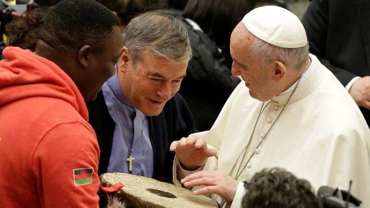 البابا يدعو المشردين والمهاجرين للسيرك!