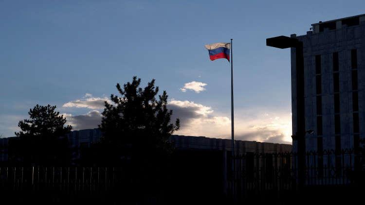 السفارة الروسية: واشنطن تضغط على الصحفيين للتعاون مع الأجهزة الأمنية