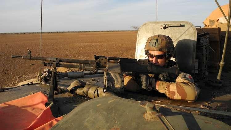 إصابة 3 جنود فرنسيين في هجوم انتحاري شرقي مالي