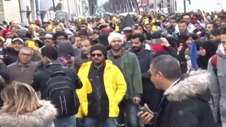 احتجاجات محدودة في مناطق مختلفة بتونس