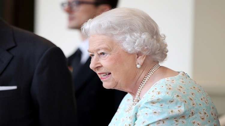 معاقبة مورد الملابس الداخلية للبلاط البريطاني لنشره قياسات الملكة