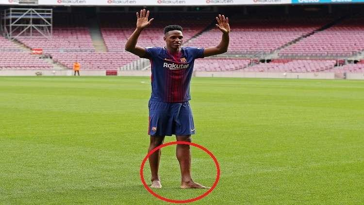 ما سبب دخول مدافع برشلونة الجديد ملعب