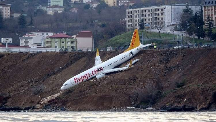 بعد نجاتهم بأعجوبة.. شهادات مثيرة لركاب الطائرة المنزلقة في تركيا