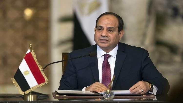 السيسي يداعب وزير قطاع الأعمال