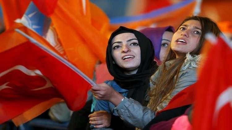 بالفيديو..عراك حام بين لاعبات الكرة في الدوري التركي