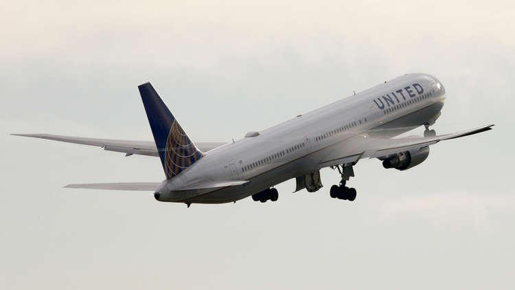طائرة أمريكية تهبط اضطراريا لسبب غريب!
