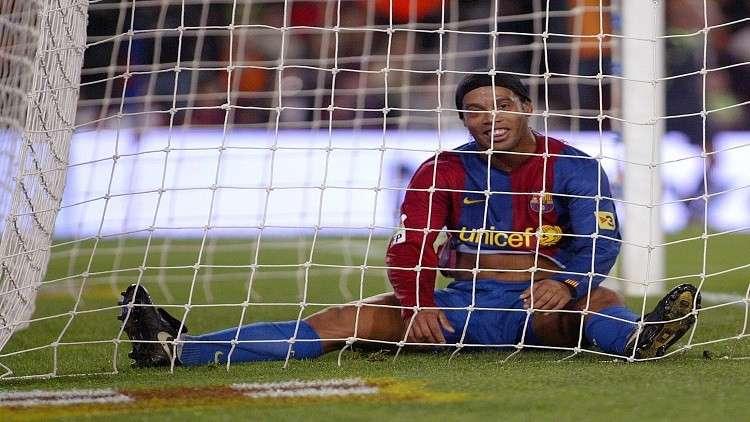 رونالدينيو ينهي مشواره مع كرة القدم