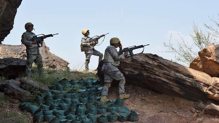 قصف متبادل بين الحوثيين والقوات السعودية على الحدود