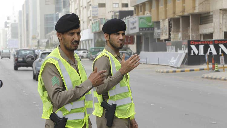 صور مؤثرة لسعودي فقد أبناءه الستة وزوجته بحادث سير مروع