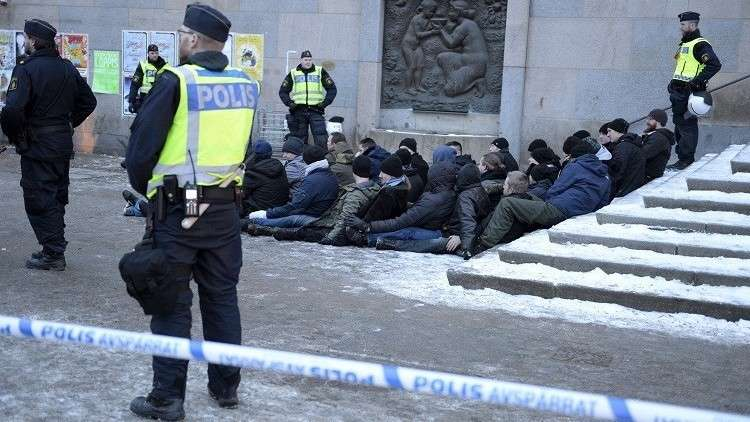 ماذا يحصل في السويد؟ هستيريا حرب ومنشورات للمواطنين!