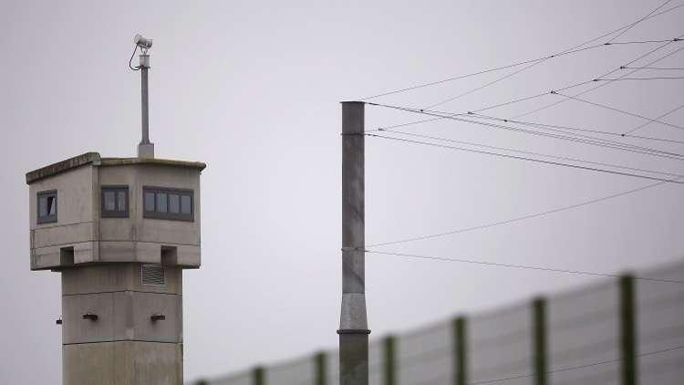 فرنسا.. اشتباكات بين الشرطة وحراس السجون!