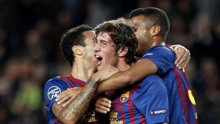 رسميا.. برشلونة يعلن إعارة أحد لاعبيه للأفاعي