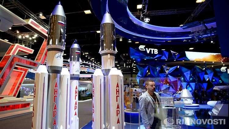 روسيا تطلق صاروخا فائق الثقل إلى القمر
