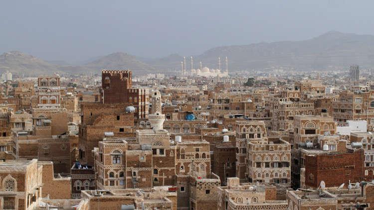 شهود عيان: مقتل 9 في ضربة جوية للتحالف العربي في اليمن