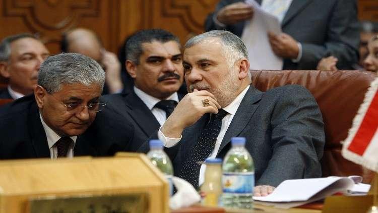 ضباط عراقيون يقتادون السوداني من بيروت إلى بغداد