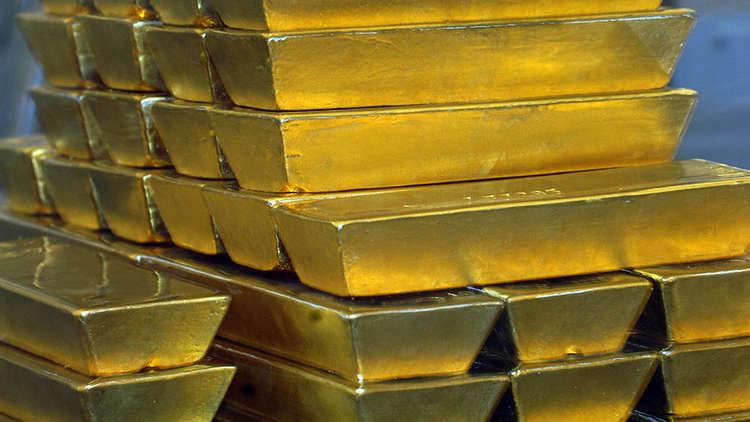 المستثمرون يهرعون إلى الذهب بعد تدهور الدولار