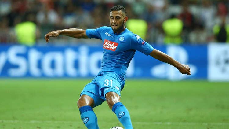 لاعب عربي إلى مانشستر يونايتد