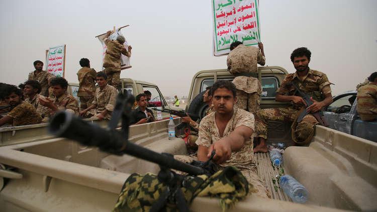 الحوثيون يفرجون عن 650 عسكريا من أنصار صالح 5a6c8ee595a5970b488b45d3