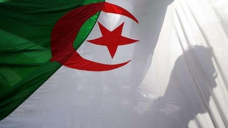 الجزائر تحظر