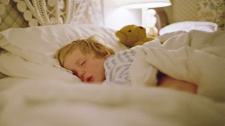 ساعات نوم الأطفال ترتبط بخطر الإصابة بالبدانة والسرطان