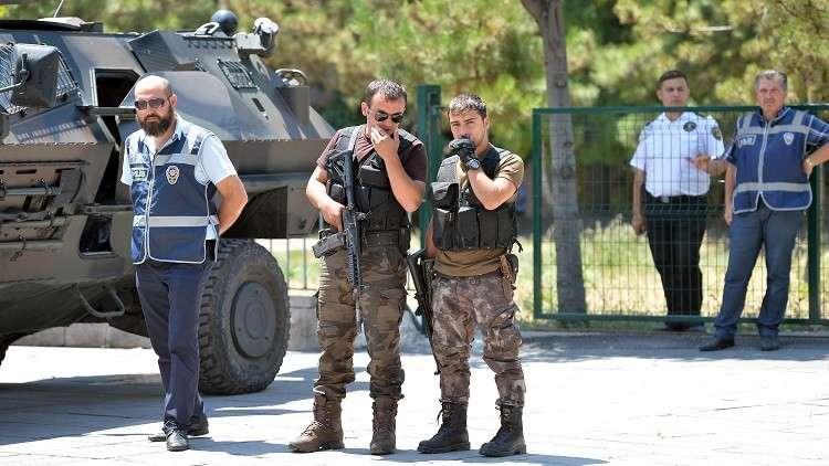 تركيا تعتقل 11 طبيبا لانتقادهم العملية العسكرية في عفرين
