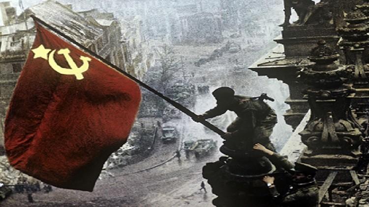 العلم الأحمر يرفرف فوق الرقة