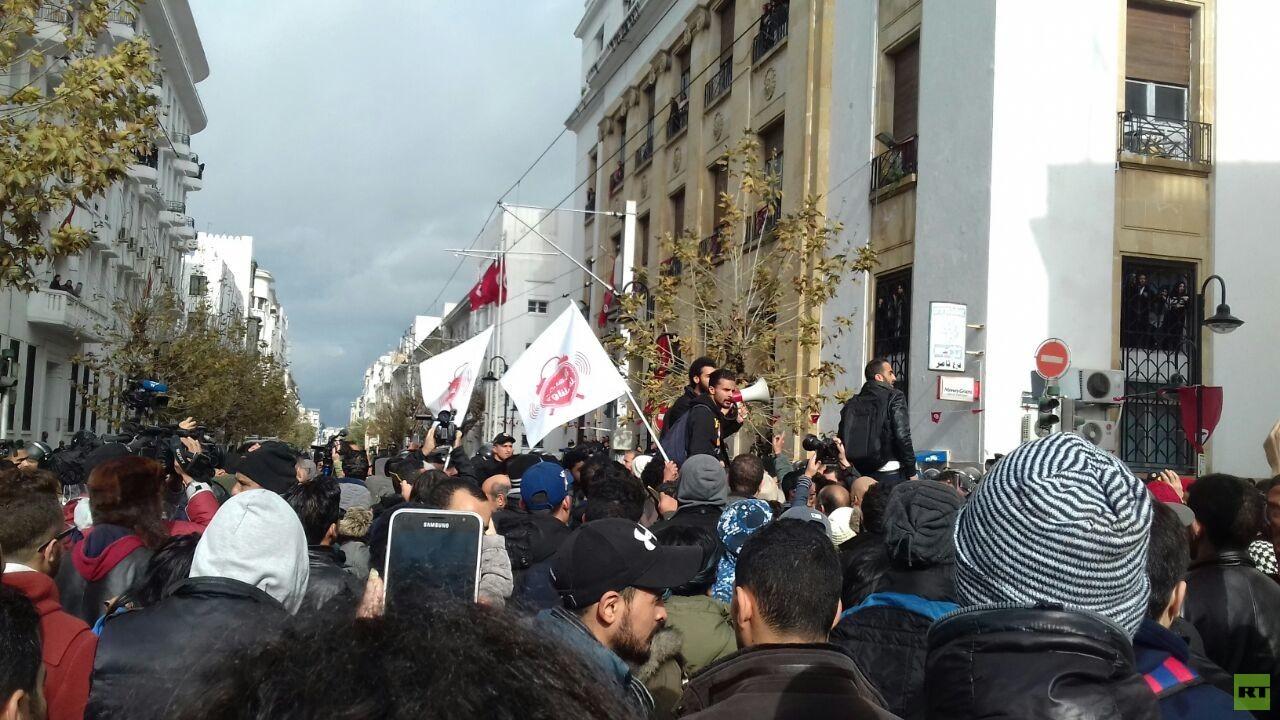 تونس.. تجدد الاحتجاجات في العاصمة وسط تعزيزات أمنية كبيرة