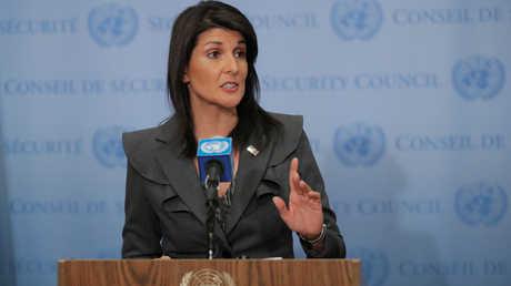مندوبة الولايات المتحدة الدائمة لدى الأمم المتحدة، نيكي هايلي، في مؤتمر صحفي عقدته 2 يناير/كانون الثاني