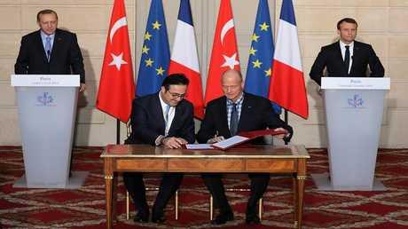 توقيع عقد بين وكالة الصناعات الدفاعية التركية وشركة يوروسام الفرنسية - الإيطالية لإنتاج منظومة دفاع جوي وصاروخي.