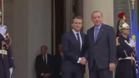 ماكرون: إلى حل سياسي يشمل كافة السوريين