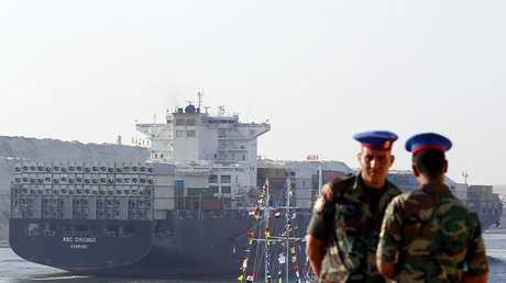 سفينة حاويات تعبر قناة السويس - صورة أرشيفية