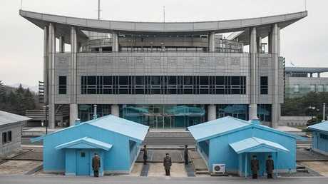 """مبنى """"دار السلام""""، الموقع المرتقب لاستضافة المحادثات بين الكوريتين، في قرية """"بانمونجوم"""" الحدودية (أرشيف)"""