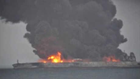 ناقلة نفط إيرانية تحترق قبالة الصين