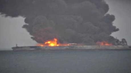 اشتعال ناقلة نفط إيرانية في بحر الصين الشرقي