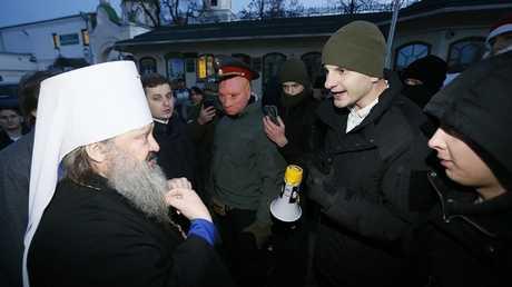 متطرفون أوكرانيون يغلقون مدخل دير أرثوذوكسي تاريخي