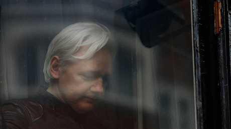 جوليان أساتج مؤسس موقع ويكيليكس الأمريكي