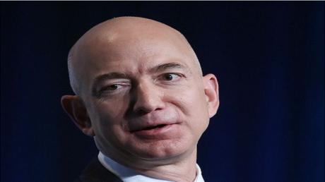 """جيف بيزوس، مؤسس شركة """"أمازون"""" ومديرها التنفيذي"""