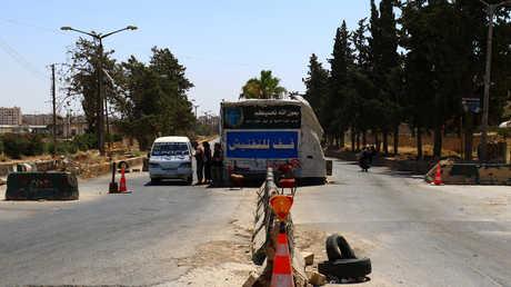 أحد الحواجز التابعة لجماعة مسلحة في إدلب