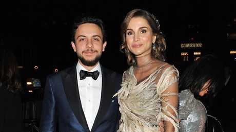 الأمير الحسين مع والدته الملكة رانيا - صورة من الأرشيف