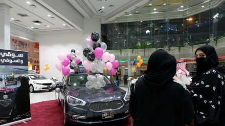 أول معرض سيارات مخصص للنساء في السعودية