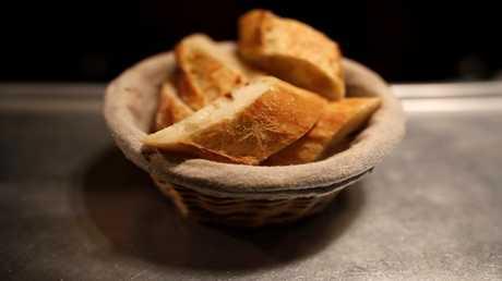 """""""الخبز"""" يحد من فعالية العلاج """"الثوري"""" لسرطان الثدي"""