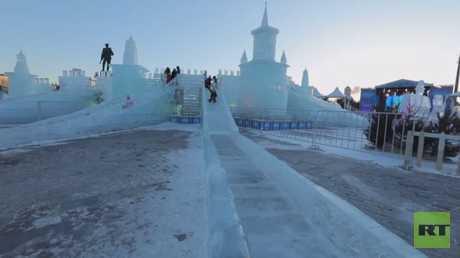 مهرجان موسكو الجليدية مستمر رغم البرد